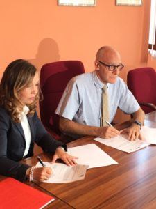 Esther Berrozpe Galindo, Whirlpool EMEA President, and Silvio Aimetti, the mayor of Comerio, signing the Letter of Intent