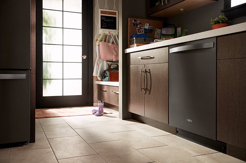 Whirlpool-Brand-Smart-Energy-Star-Dishwasher-with-Third-Level-Rack02