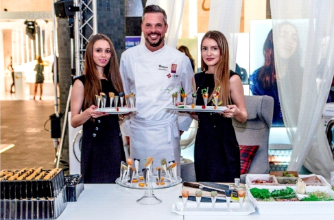 Picture 1: The design food tasting of Chef Lázár at the Whirlpool booth Photograph: Réka Földi